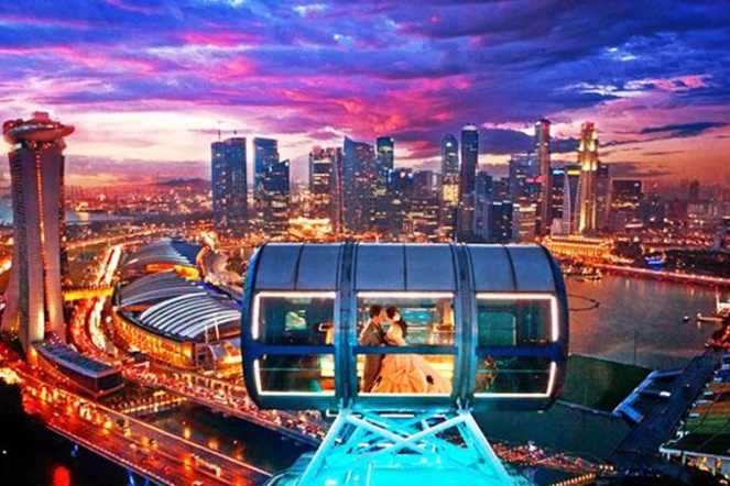 Singapore Flyer Couples